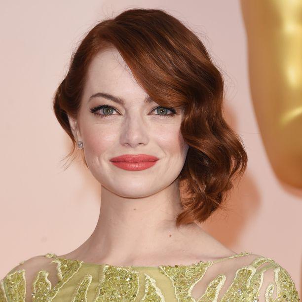 CHI TRUCCA CHI  Look primaverile con occhi dai colori tenui (Chanel) e labbra audaci color corallo (Revlon) per Emma Stone - Gioia!