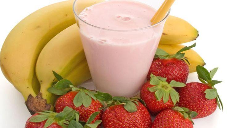 Acht overheerlijke recepten voor aardbeien smoothies om aan je vitamines te komen. Lekker, fris en gezond: een ideaal begin van je dag of als vitaminebom!
