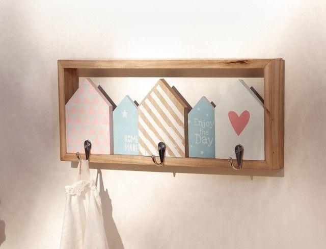 Luxury trendiges H userdesign in liebevoller Farbkombination teilweise lackiertes und naturbelassenes Holz mit drei Haken aus gl nzendem Metall H ngevorrichtung