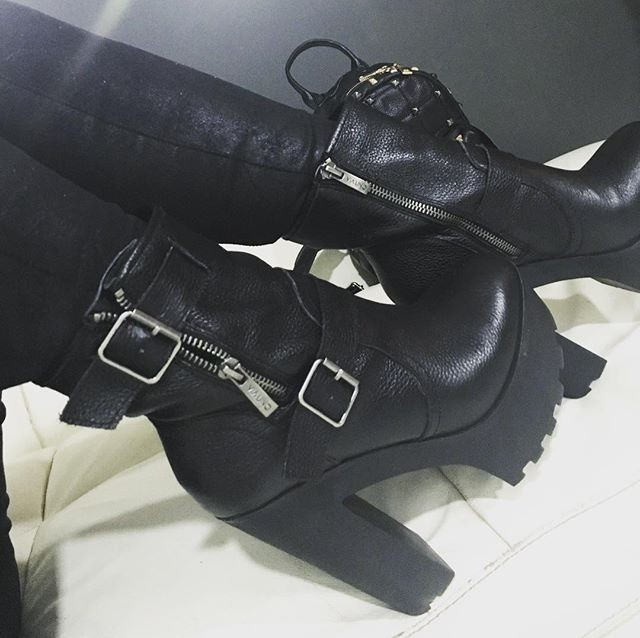 Otro de mis favoritos ❤️❤️❤️#botas #rockera #highheels #Shoes  #boots