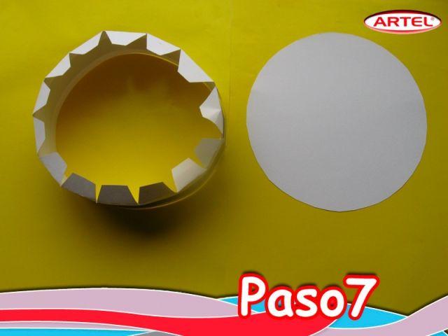 Paso 7: Juntar los extremos de la cinta blanca, y pegar.