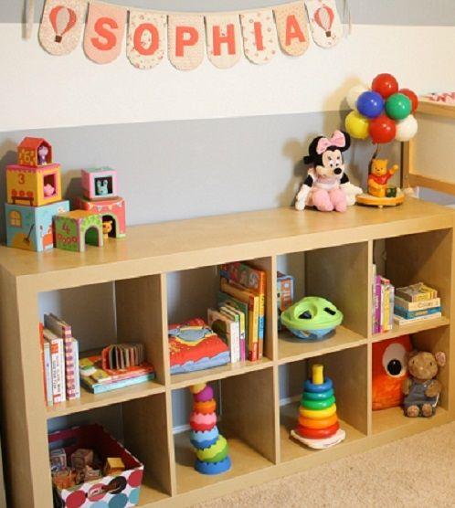 Quarto montessoriano para bebês e crianças menores! Aqui tem mais ideias: http://mamaepratica.com.br/2015/05/08/10-ideias-legais-de-quartos-montessorianos/