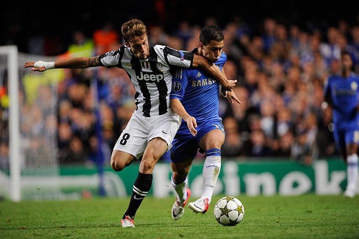 Chelsea v Juve 2: Claudio Marchisio stops Edin Hazard