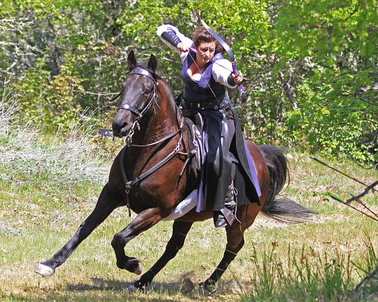 Roberta Beene, Rogue Mounted Archery, Horseback Archer, Photo by Carla Resh