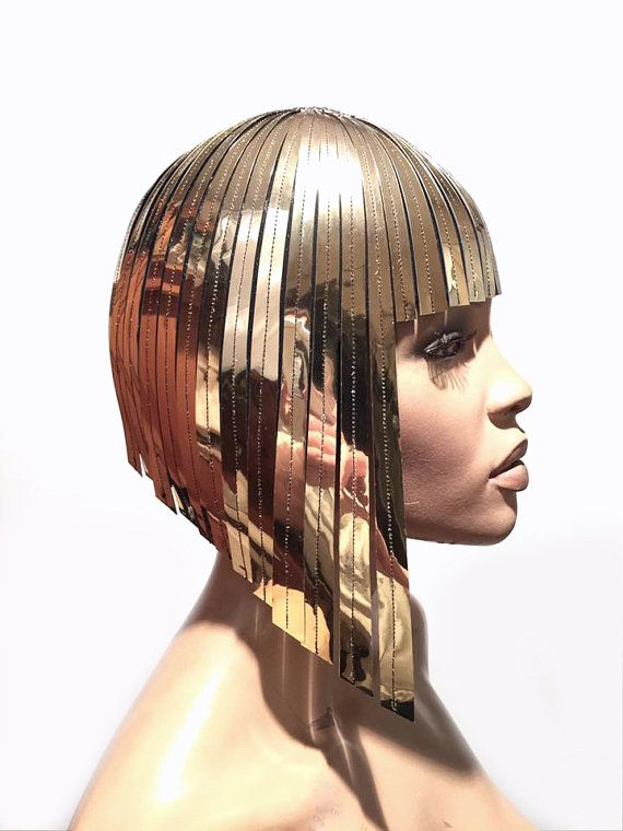 Coiffure perruque métallique Cléopâtre en chrome ou or déesse égyptienne perruque bob postiche coupe casque métal futuriste