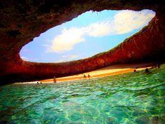 Qui n'a jamais rêvé d'accéder à une plage secrète, coupée du reste du monde? C'est possible au Mexique, sur l'archipel..