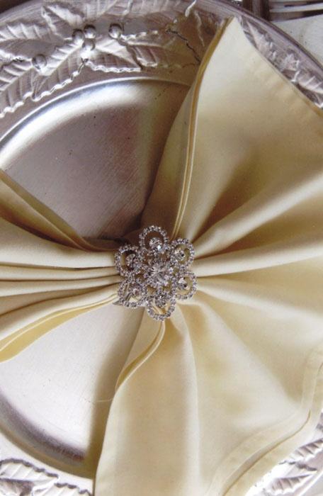 Napkin ring & fold