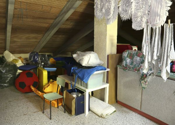 A Diy Guide For Decluttering Your Attic Http Bit Ly 2mnmaii Attic Insulation Installing Insulation Remodeling Renovation