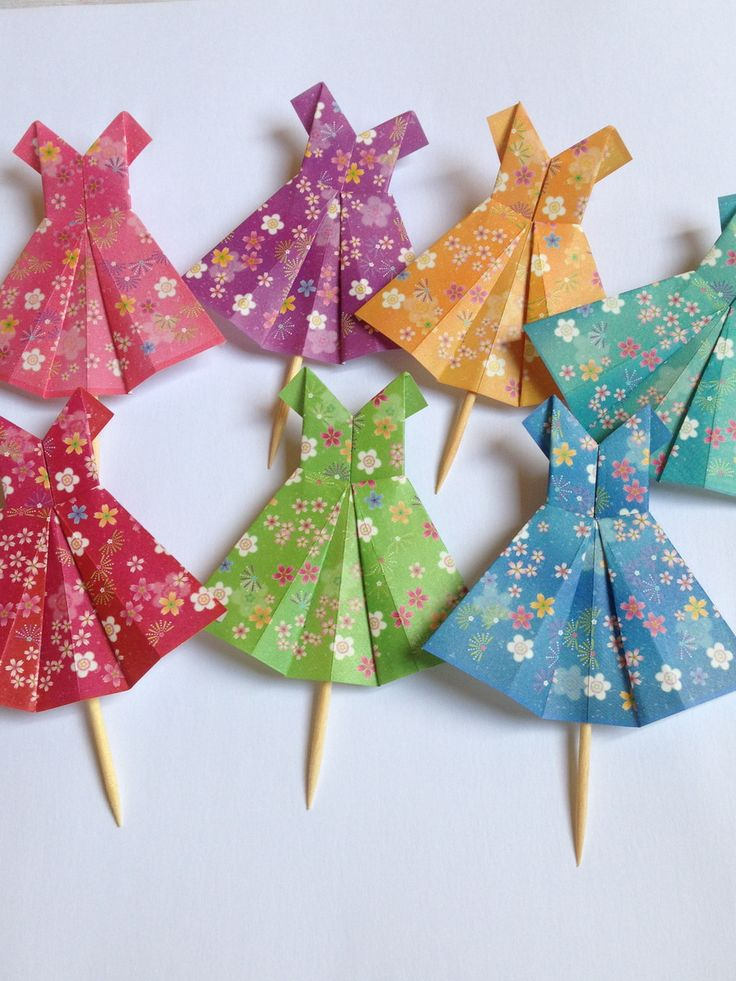Vestidos de origami para decorar sua festa e momentos especiais. <br>Produzimos nas cores de preferência! <br>A quantidade mínima é de 20 toppers.