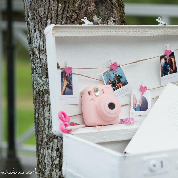 Хипстерская свадьба, моментальные фото, полароид и сундук для пожеланий гостей.