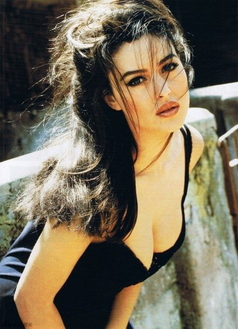 It took 35 years, but Monica Bellucci is still as beautiful as in her youth - @tiaputex