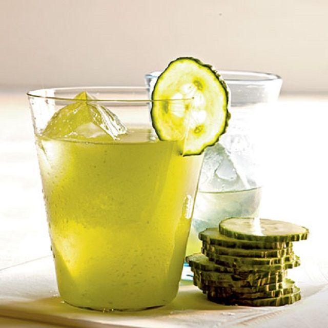 Depura tu organismo: Jugo depurativo de pepino y limón. http://www.recetasparaadelgazar.com/2014/05/jugo-depurativo-de-pepino-y-limon/