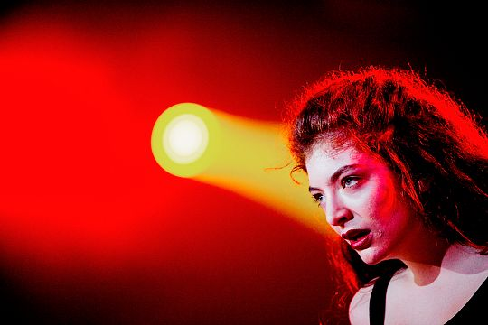 lorde-daily:     Lorde performing at Lollapalooza 2014 in São Paulo Brazil.