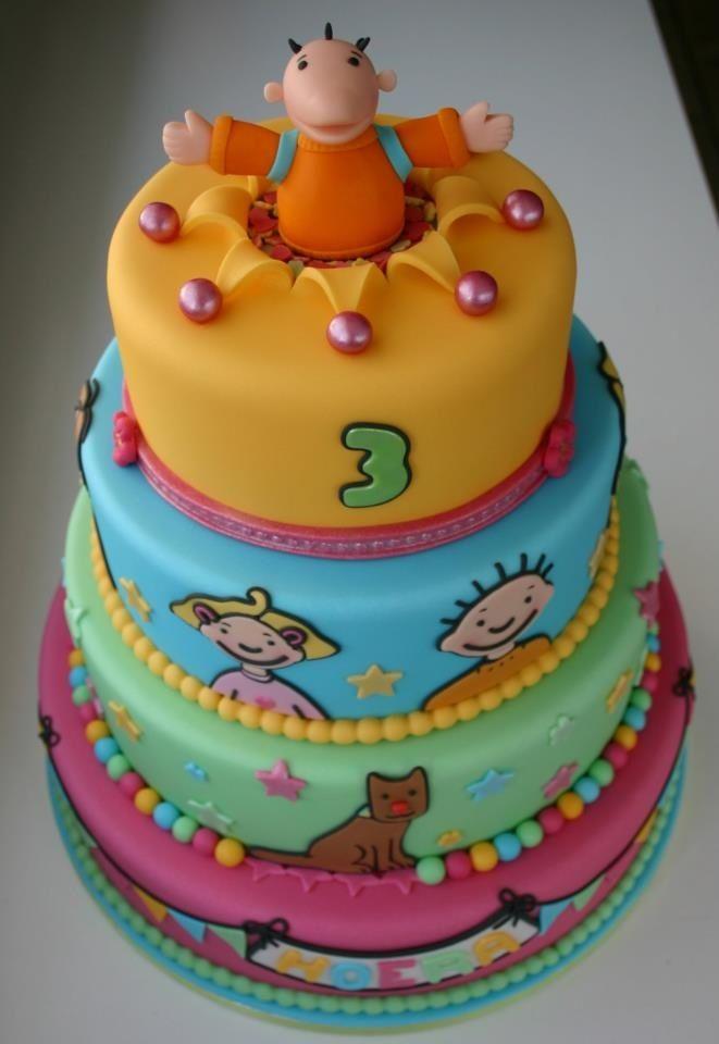 Jules taart gemaakt van suikerpasta om verjaardag te vieren in de kleuterklas