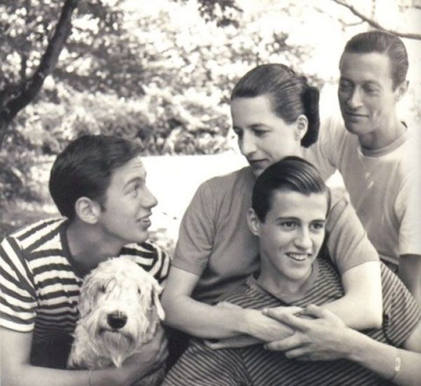 Diana and Reed Vreeland with their sons: Chic People, American Style, Fashion Legends, Reed Vreeland, Diana Vreeland, Dianavreeland, Glamorous Places, Vreeland Families, Stylish Things