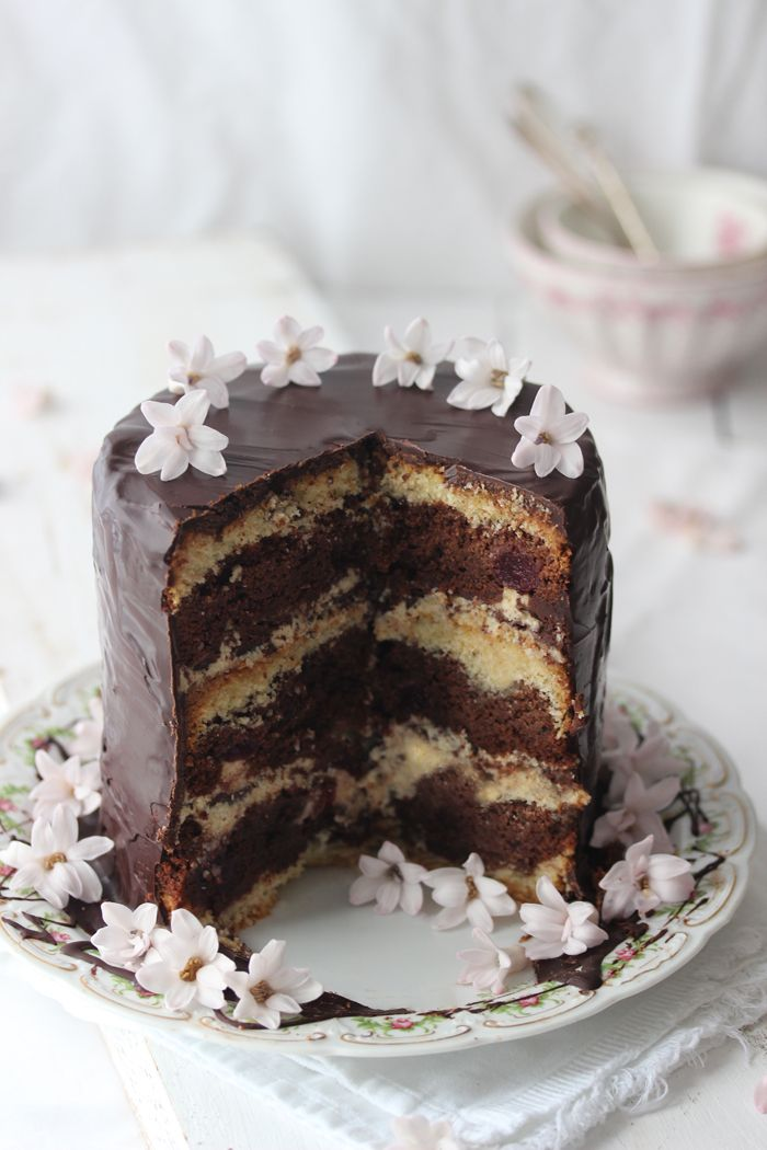 Chocolate, cherry and vanilla cake (Lisbeths)