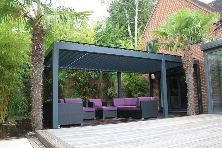 Outdoor Living Pod Installation in Reading. : Modern garden by Caribbean Blinds