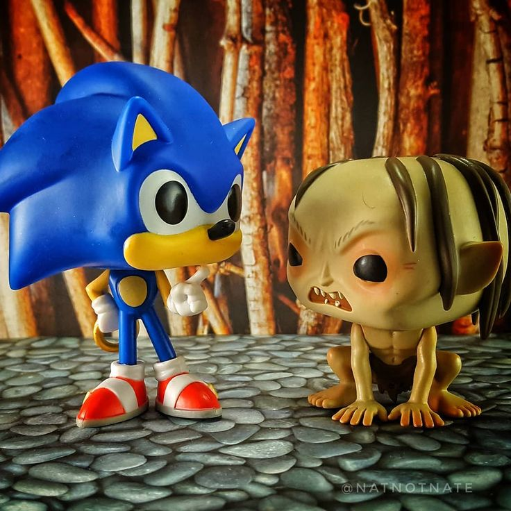 Nasty hedgehogses has my precious. #tfp_forestguardian #topfunkophotos #funko #funkopop #funkofamily #funkophotography #toyphotography #sonicthehedgehog #smeagol #gollum #lordoftherings