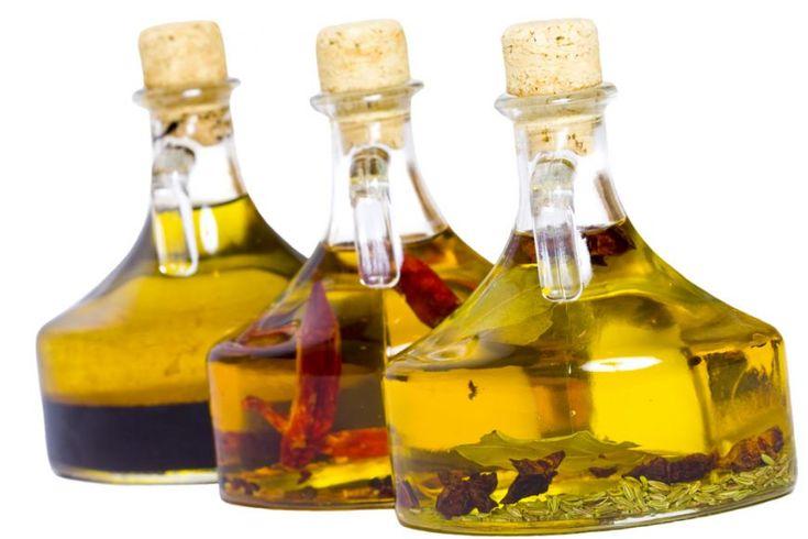 Camara de acasa. Cum sa faci uleiuri aromate la tine in bucatarie - foodstory.stirileprotv.ro