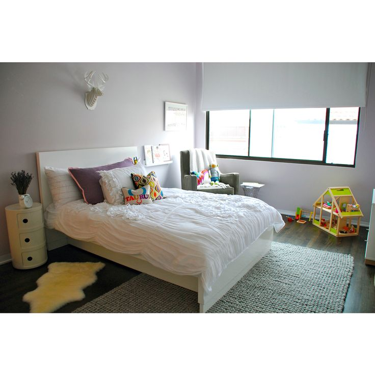 This toddler room is cozy and beautiful while keeping everything kid-friendly. #toddler #room