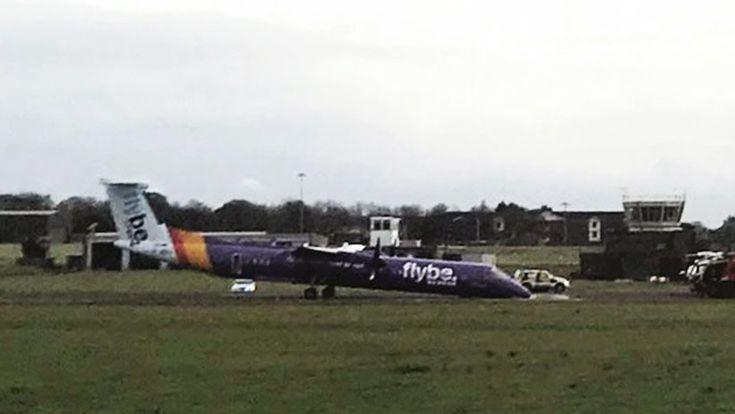 ICYMI: IMÁGENES IMPACTANTES: Un avión aterrizó por emergencia 'de nariz' y sin tren delantero