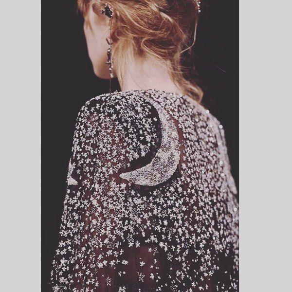 We  Alexander McQueen AW16 #moon #star #glitter #alexandermcqueen ✨ @worldmcqueen