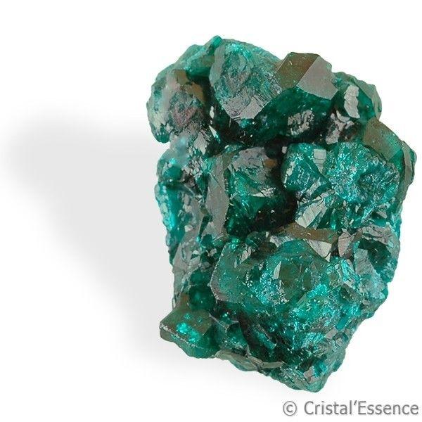 Dioptase, cristaux. En lithothérapie, au niveau physique, la Dioptase est une pierre utilisée pour ses qualités anti-inflammatoires, propriété conférée par sa richesse en cuivre. Elle est aussi conseillée en cas d'hypertension.