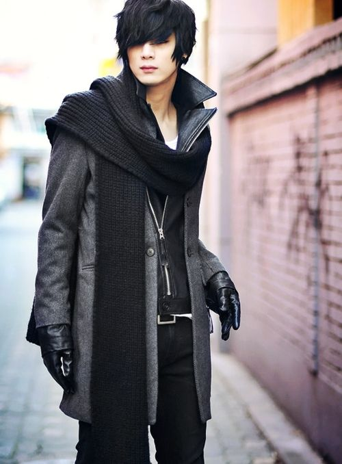 sinistersartorialist:    Fantastic looking outfit from this gentleman. Well done. Also? I love his hair.