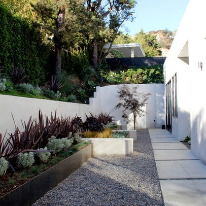 Foundation landscape design kai 39 s yard pinterest for Ideas para decorar el jardin de casa