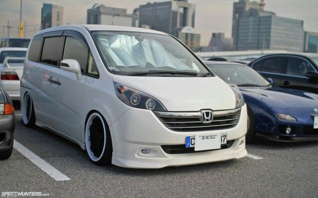 Honda Stepwagon modified