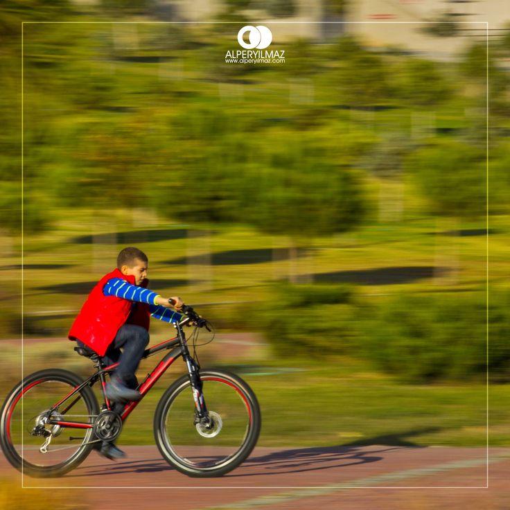 Özgürce bisiklet sürmek. #yasaruniversitesi #bornovabizimevimiz