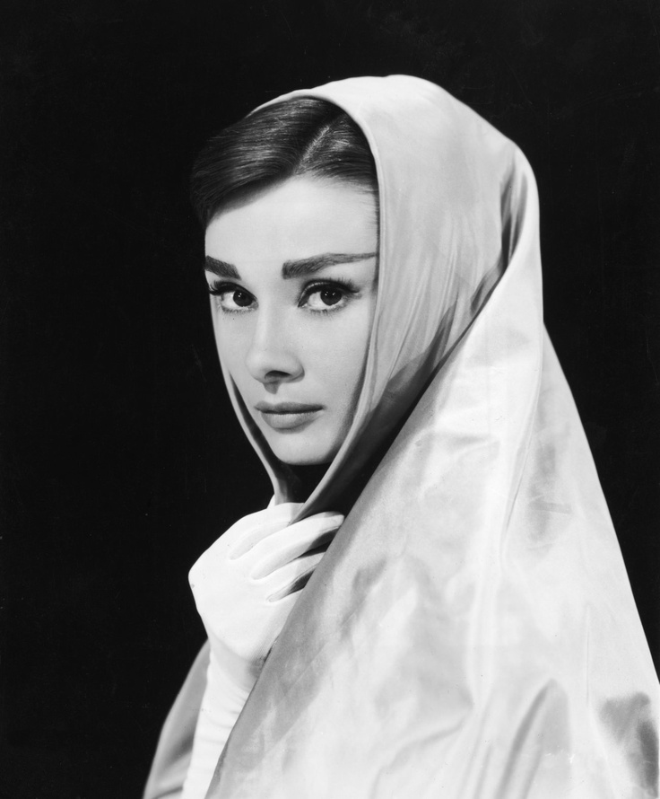 die besten 25 audrey hepburn bilder ideen auf pinterest audrey hepburn geburtstag audrey. Black Bedroom Furniture Sets. Home Design Ideas