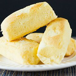 DIY: Homemade Twinkies...don't tell Hana.