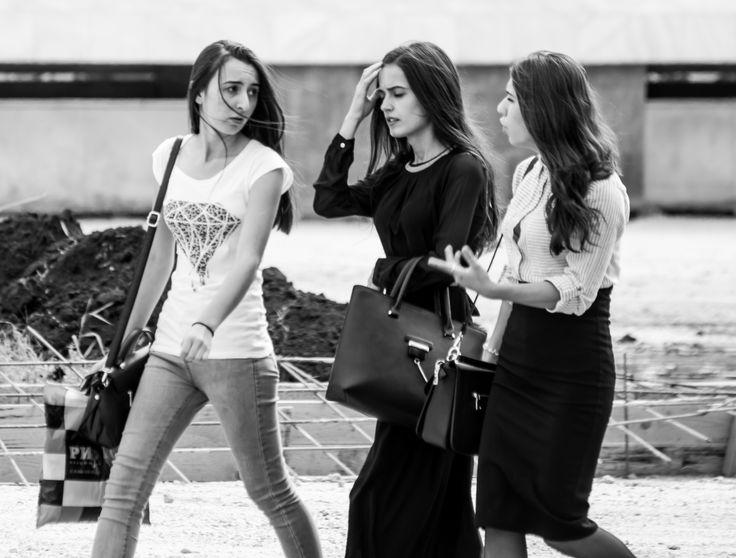 Фото женщин и девушек Саратова – уличная фотография женской половины города Саратова разных годов. Фото красивых девушек Саратова.