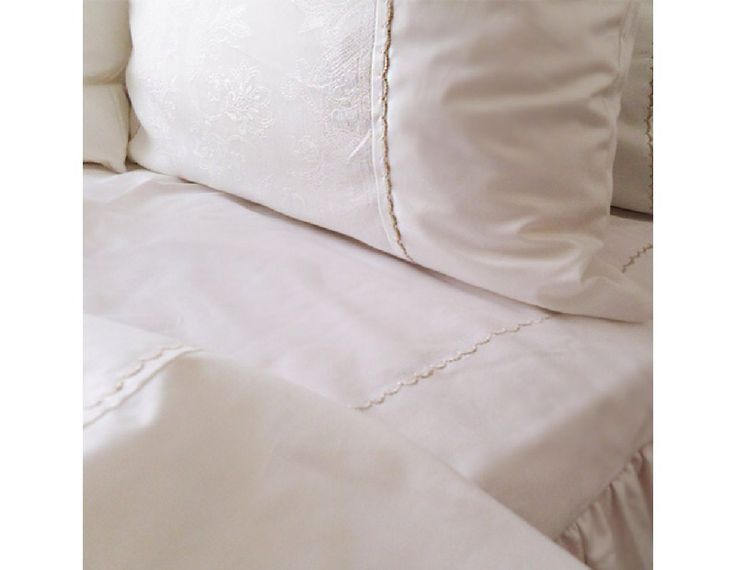 Ivory bedding set with embroidery