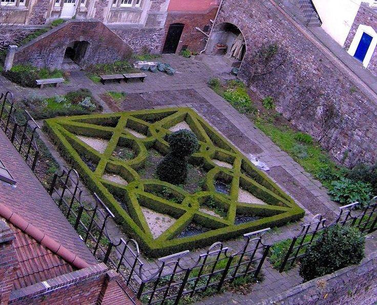 a knot garden by geoff nicholson