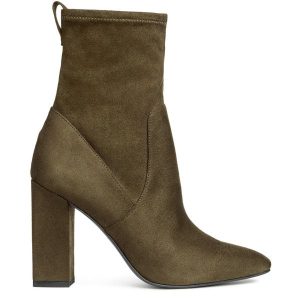 Stiefeletten mit Blockabsatz 39,99 (676.365 IDR) ❤ liked on Polyvore featuring green ankle boots, faux suede boots, faux suede booties, short boots and pointy toe booties