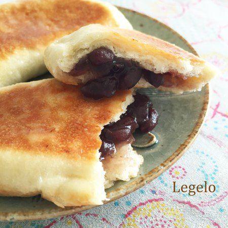 50分で簡単お菓子♪フライパンで あん包み 薄焼きパン レシピ。フライパンで作るカルツォーネのレシピを応用してお菓子を作りました。あんことパンの香りにマーガリンは相性抜群♪粉糖と牛乳を混ぜただけの簡単シロップをかけてツヤツヤ甘~い仕上がりです。