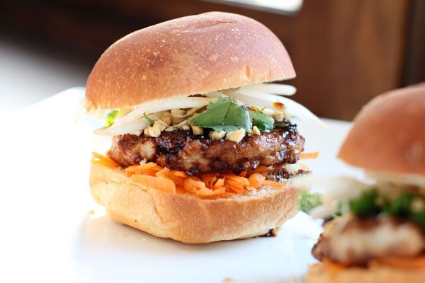 Pad Thai Sliders. Perfect game day food, loaded with tons of awesome flavor.