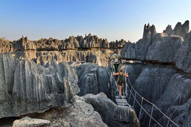 Ainda pouco explorada, o turismo na Ilha de Madagascar está começando a crescer. Neste cenário único, ponte pêncil.  Fotografia: Shutterstock.
