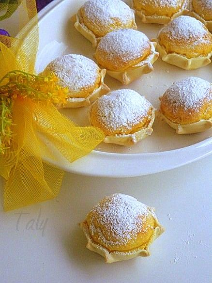 Le Pardulas -  or Casadinas are hexagonal shape ricotta or pecorino cheese tarts, they are prepared during Easter time. Yammy!