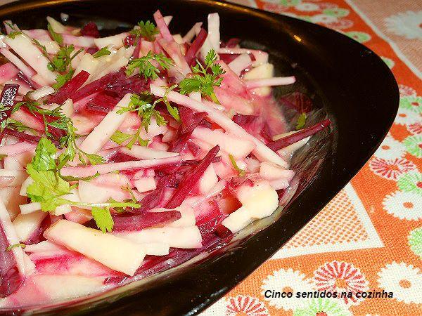 Salada de couve rábano e beterraba em molho cremoso , receitas com couve rábano