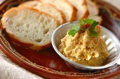 ヒヨコ豆を使ったトルコ料理。バケット以外にもゆでた野菜などにつけてもおいしいペーストです。パーティーにも是非!フムス/増田 知子のレシピ。[エスニック料理/前菜]2016.01.26公開のレシピです。