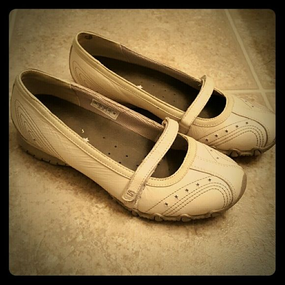 Skechers Mary Janes Adorable cream/off white colored mary janes. Super comfortable and barely worn. Skechers Shoes Flats & Loafers