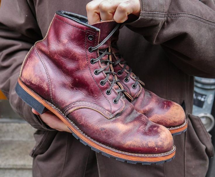 #mulpix True Gentlemen wear Beckman! These 10 year old 9011 Beckman in the Black Cherry Featherstone leather came back from the cobbler. Look how daily life has left its marks on this beauty. Age looks good on you, Mr. Beckman. www.redwingberlin.com   #redwingbhm  #9011  #blackcherry  #beckman  #cobbler  #redwingheritage  #redwingwednesday  #redwingshoes  #redwingboots  #madeinusa  #myredwings  #redwing  #redwings