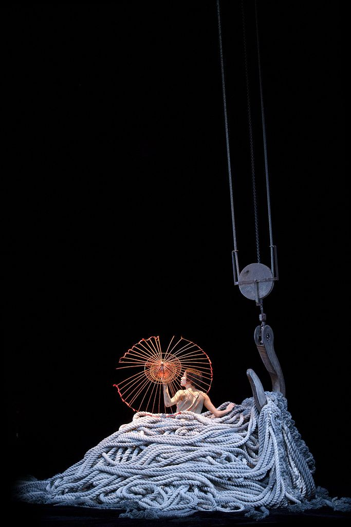 (c) James Thiérrée - Spectacle Au Revoir Parapluie - © Richard Haughton | Flickr - Photo Sharing!