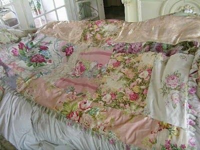 Love this shabby quilt....roses galore!!!