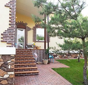 Evgenia Vayner #country #house #pinetree #paving #stone #rustic Евгения Вайнер #дом #кантри #брусчатка #сосна #камень #кирпич