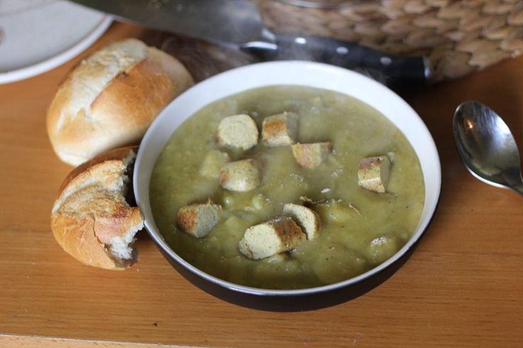 Ein sehr einfaches und schnelles Rezept für eine total leckere, cremige und sehr sättigende Suppe <3 Die wird es bei mir jetzt öfter geben, ich mag sie wirklich total gerne. Das Gemüse, was rein...