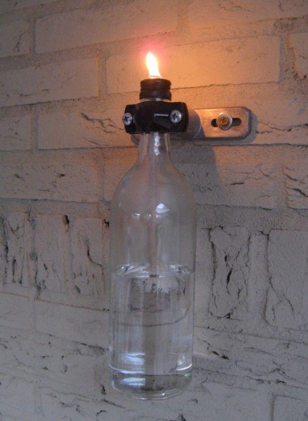 Oude wijnfles, onderdelen van melkinstallatie en hopla een mooie buitenlamp!